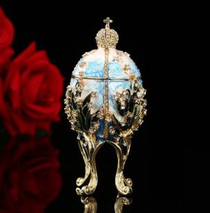 Schmuckei im Stil eines Fabergé-Ei blau